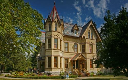 6-Russ-Salamon-Annandale-House
